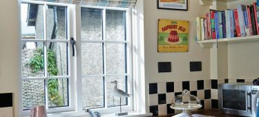 Easy ways to decorate your windowsill PICTURE