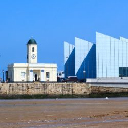An image of the beach at Margate and the Turner Contemporary